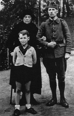 ФОТО2 Колчак с женой и сыном.jpg