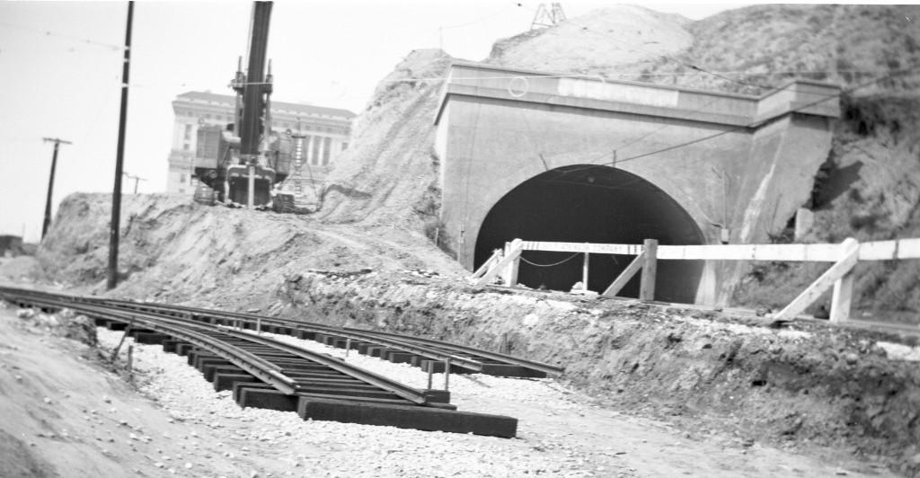 1949 строительство бродвея.jpg