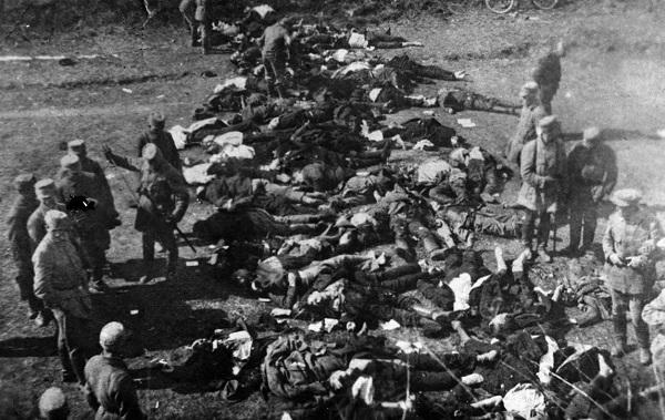 Тела расстрелянных у Аннинских укреплений.