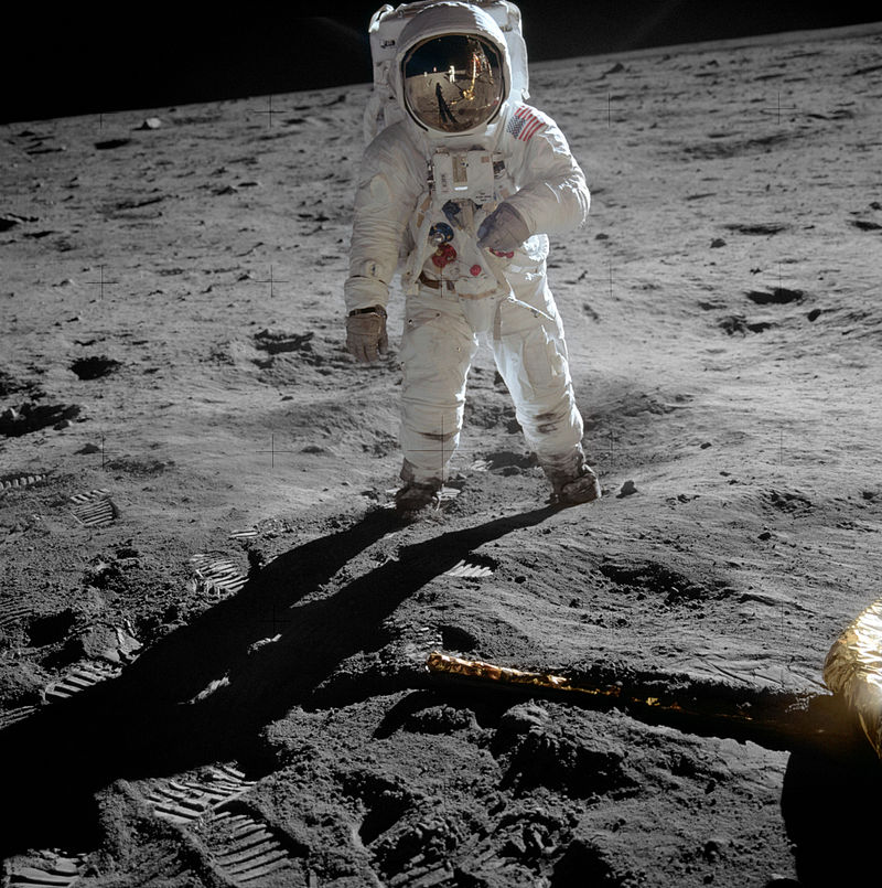 800px-Aldrin_Apollo_11_original1.jpg