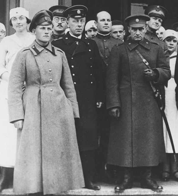 ФОТО4 Колчак справа и слева Тимирева.jpeg