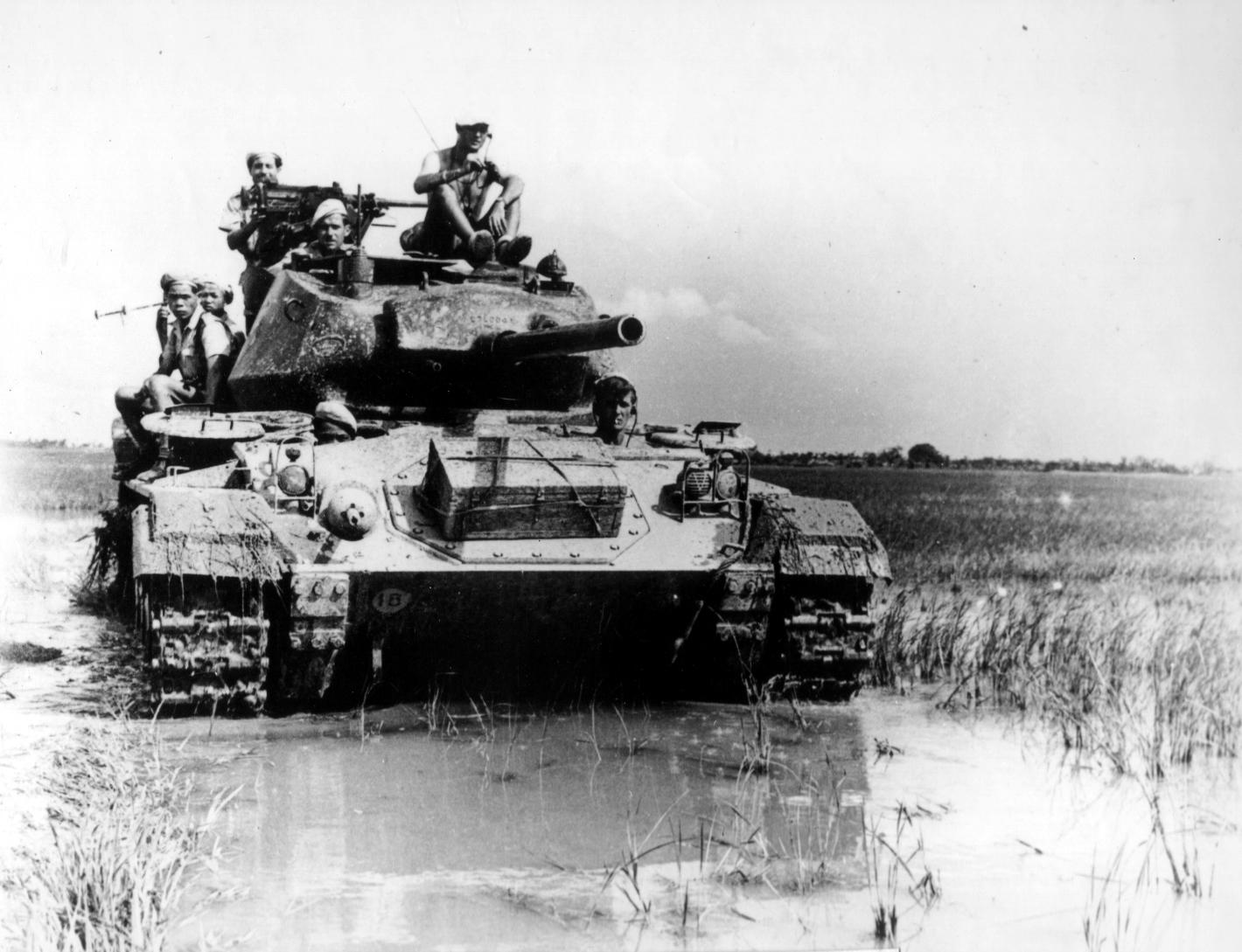 Лёгкий танк M24 Chaffee на французкой службе, район Дьенбьенфу.jpg