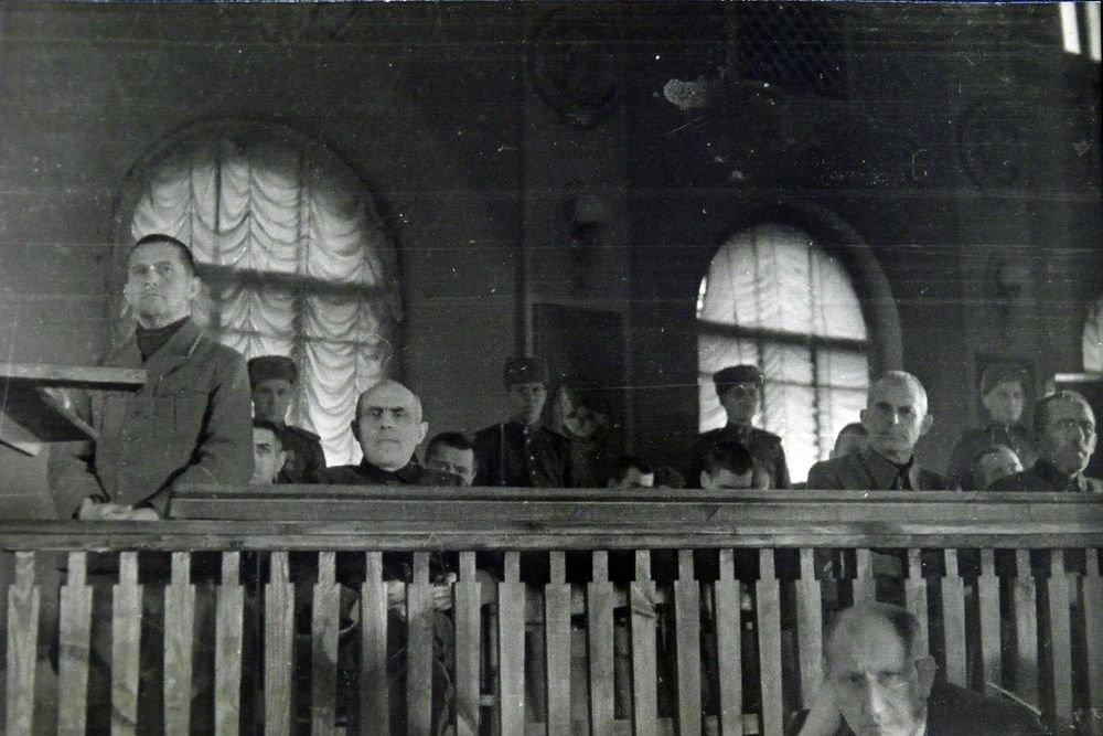 На Киевском процессе 1946г.