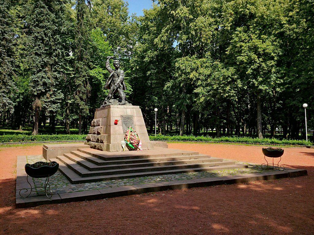 Памятник Казею.
