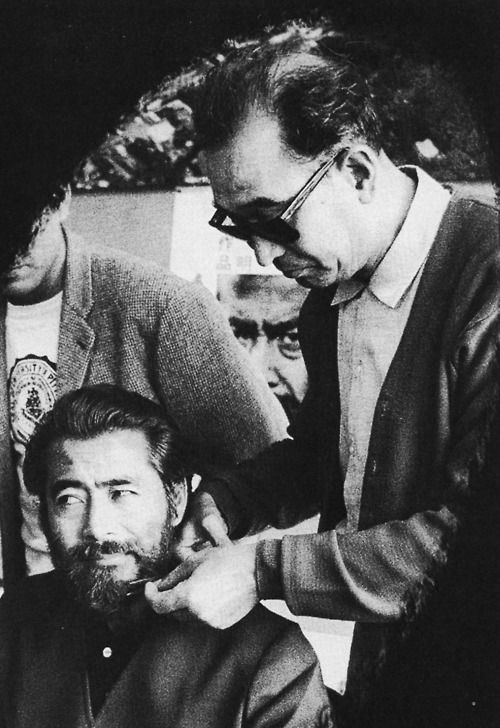 16_Director Akira Kurosawa shaving Toshiro Mifunes beard during the filming of Red Beard 1965..jpg