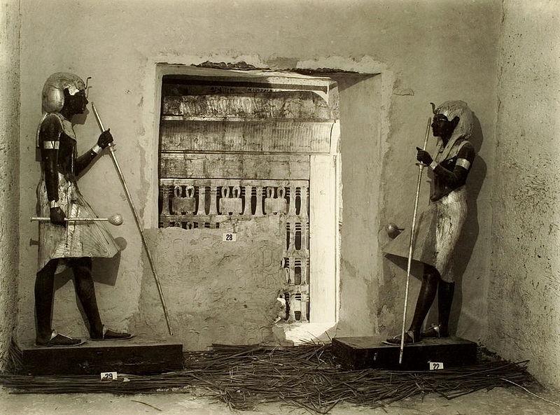 Вход в погребальную камеру.