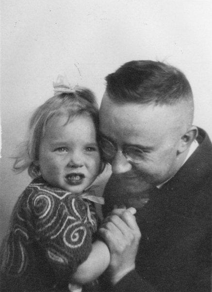 Гудрун со своим отцом Генрихом Гиммлером.