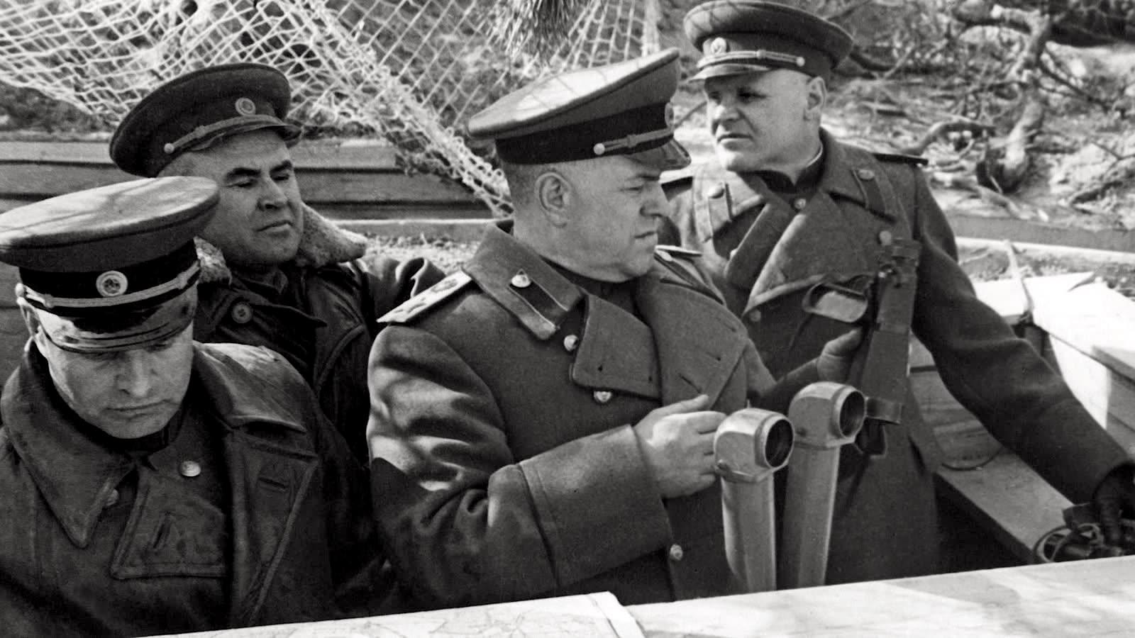 Жуков на командном пункте Зееловских высот