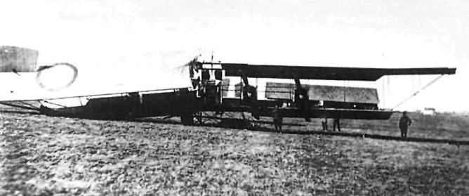 4 wikipedia.org Русскии биплан Илья Муромец - X 23 апреля 1916 года после налета на станцию Даудзевас.jpg