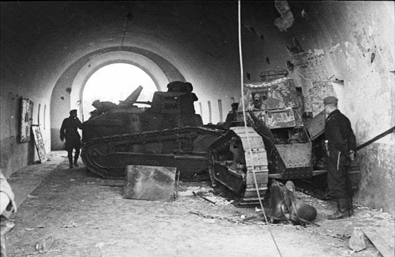 Польские танки в воротах крепости, 1939