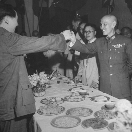 16 Mao Tse Tung (L) and Chinese Gen. Chiang Kai Shek toast one another during a celebration of the end of WWII following the surrender of Japan..jpg