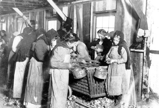 1345641940_during-the-nineteenth-century-children-could-often-be-found-working.jpg