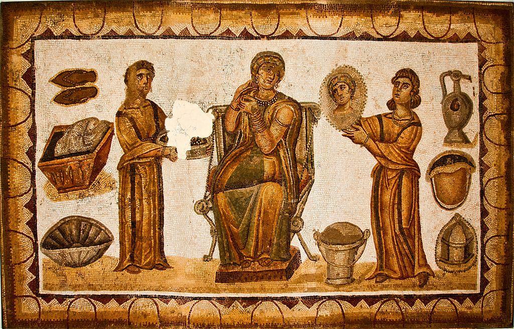 Рабыни прислуживают римской матроне, мозаика. <br>