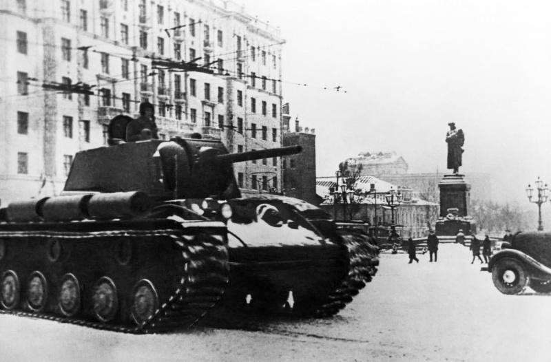 КВ1 на Пушкинской площади вМоскве, 1941г.