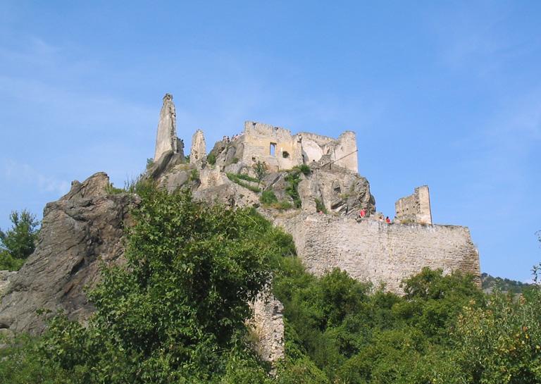Руины замка, где содержался в заключении Ричард Львиное Сердце.