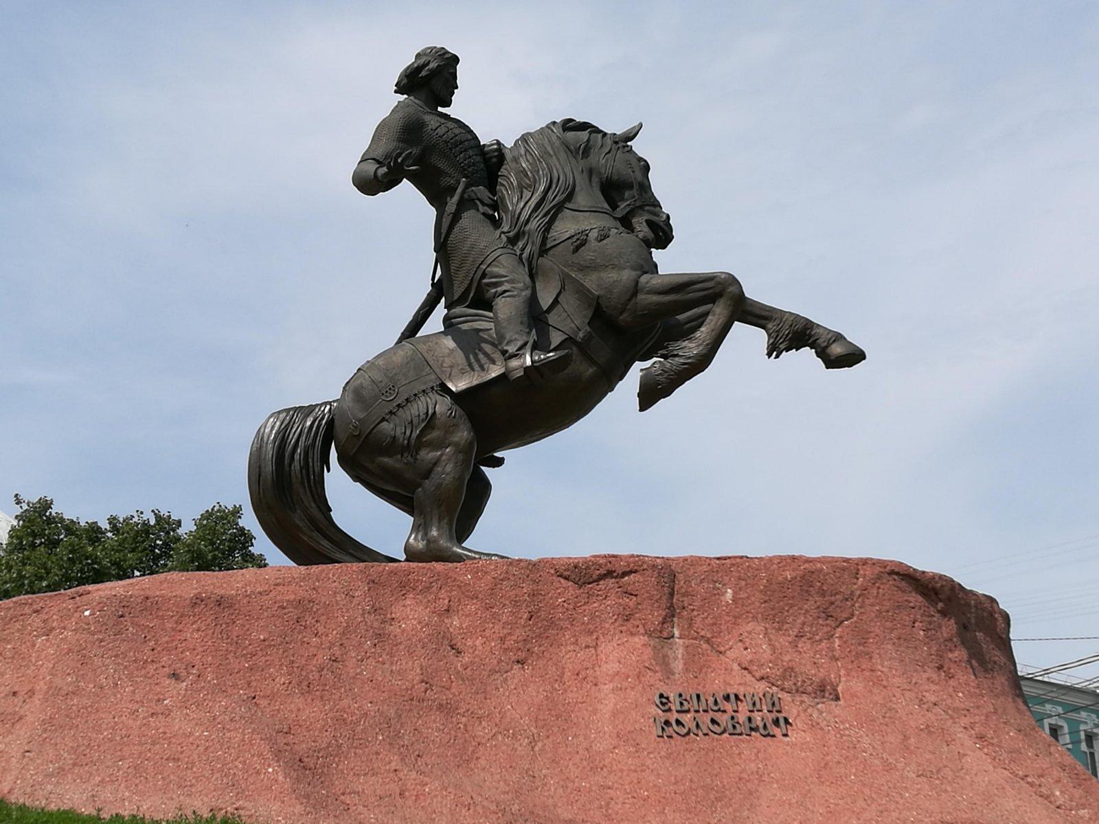 Памятник Евпатию в Рязани.