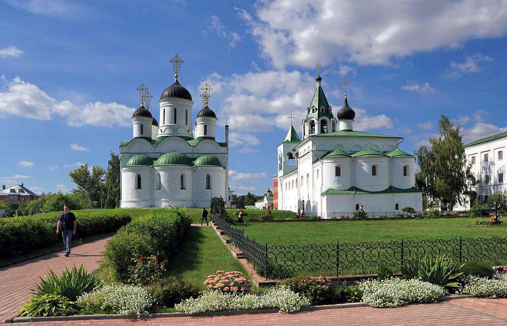 Спасо-Преображенский собор и Покровский храм.