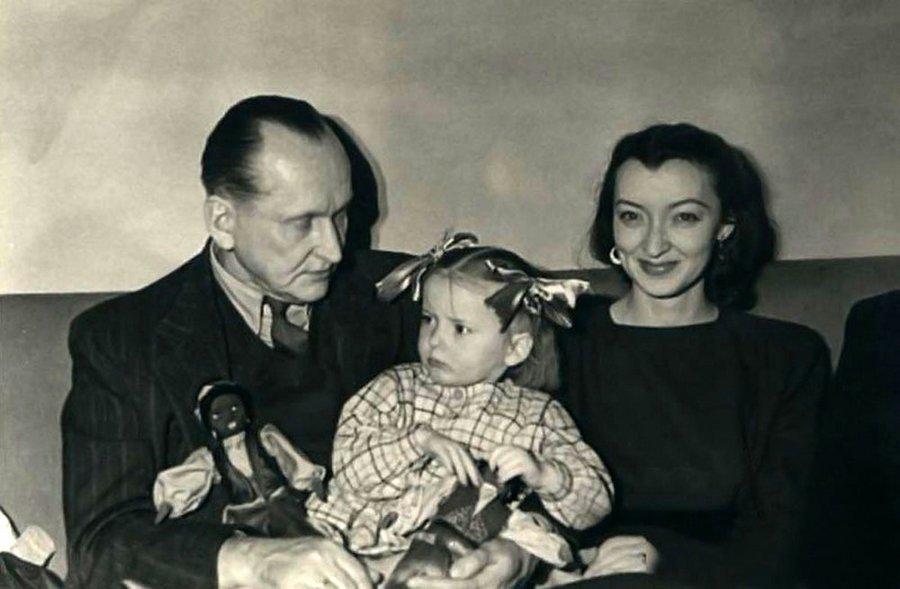 Александр, Лидия и Марианна Вертинские.jpg