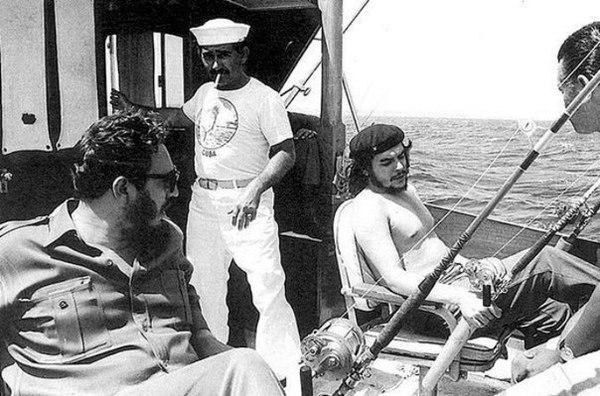 Че Гевара иФидель Кастро нарыбалке 1960 год.