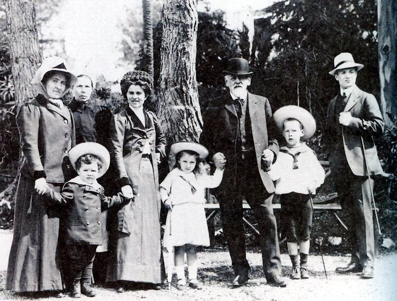 Савва Мамонтов с семьёй.  Источник: wikimedia.com