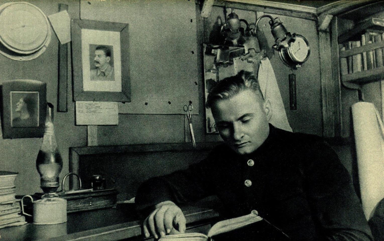 Константин Бадигин.