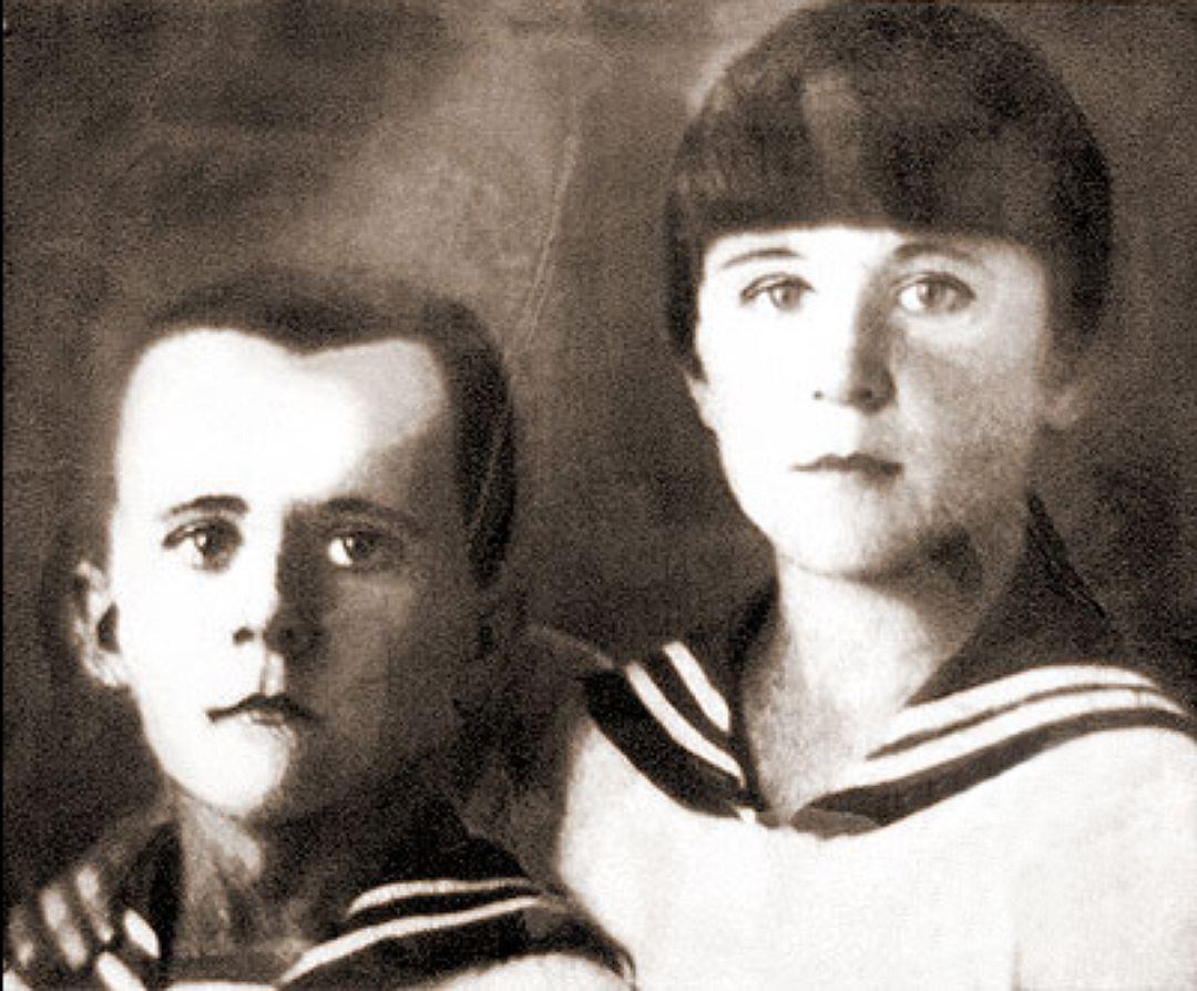 Марат Казей с сестрой.