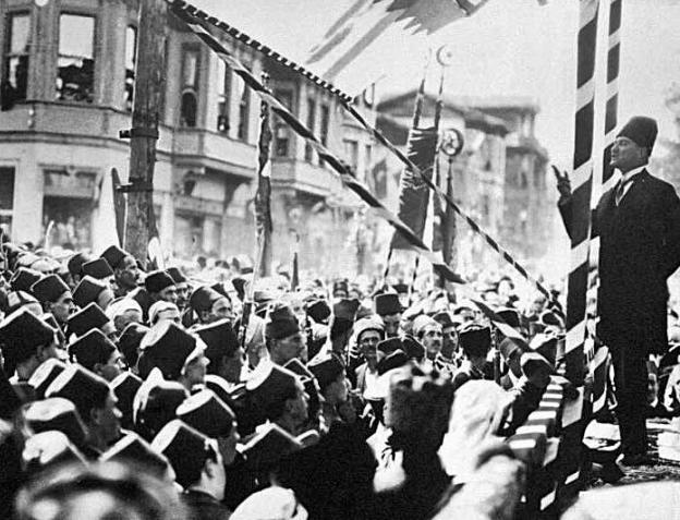Ататюрк обращается к народу Бурсы, 1924.