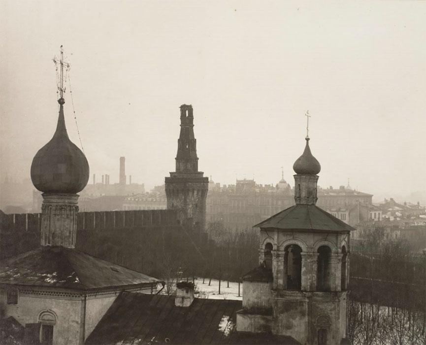 1 Церковь св. Константина и Елены и Беклемишевская башня после обстрела.jpg