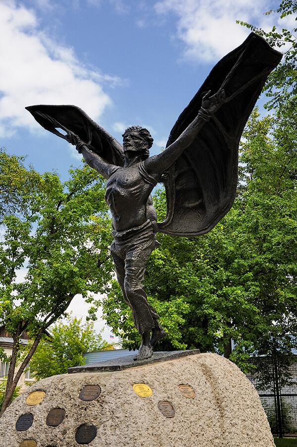 Памятник Никите Крякутному в Кунгуре.