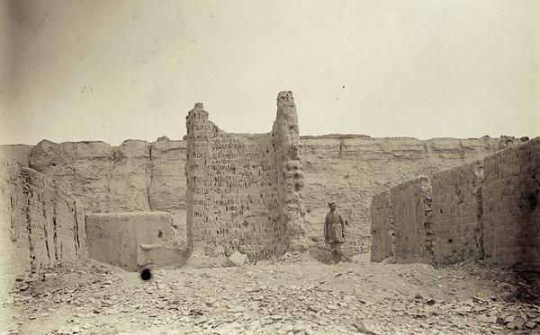Руины в восточной стороне города.