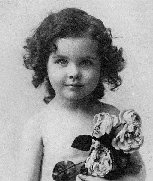 Вивьен в детстве.