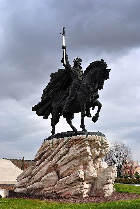 Памятник Альфонсо VI.