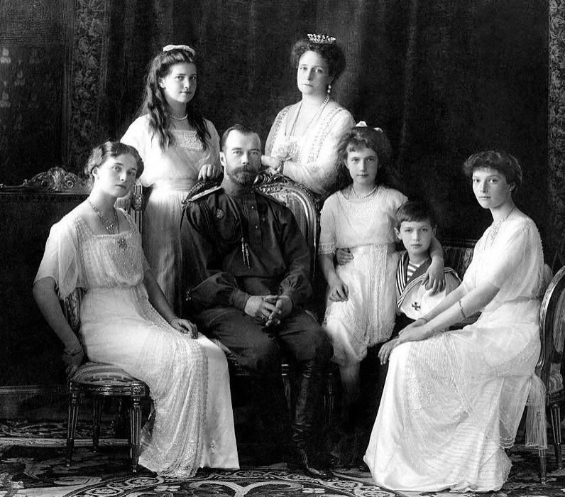 Николай II вкругу семьи, 1913 год. <br>