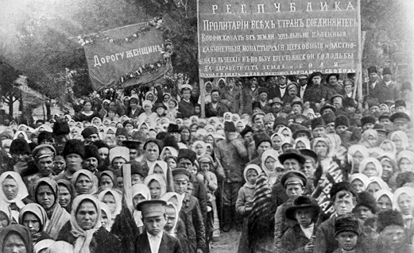 Революционный Петроград в 1917 году.