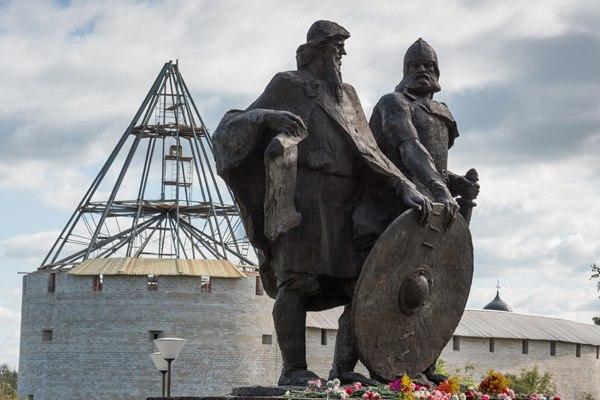 Картинки по запросу Памятник Рюрику в Новгороде