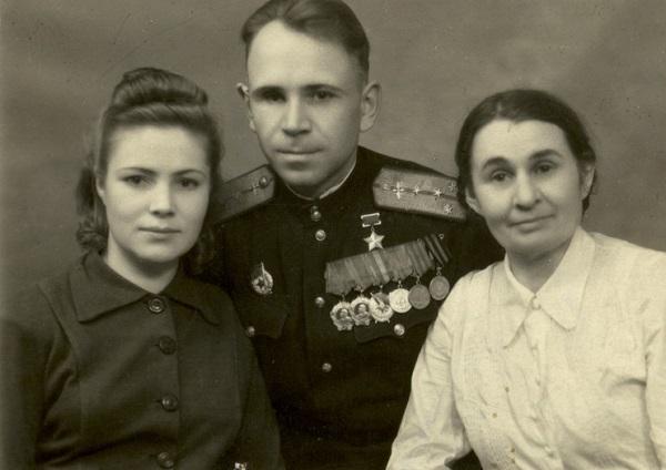 Борис Иванович с женой иматерью.