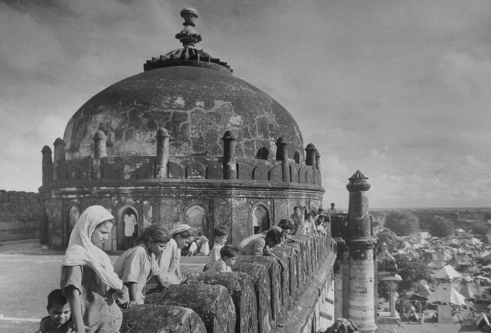 15 августа 1947 года Британская Индия разделена надва доминиона