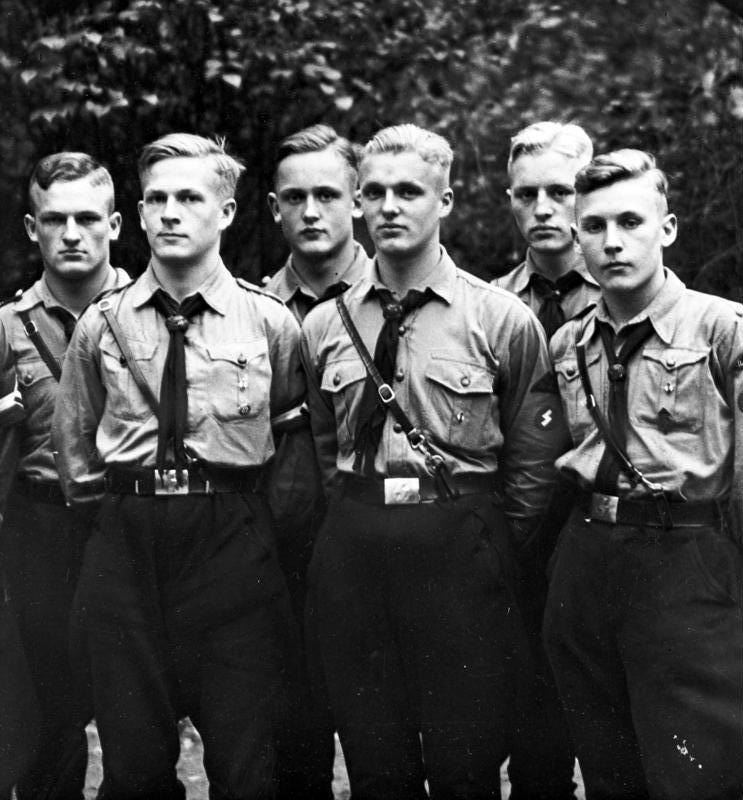 Групповое фото юношей из «Гитлерюгенда», 1933.