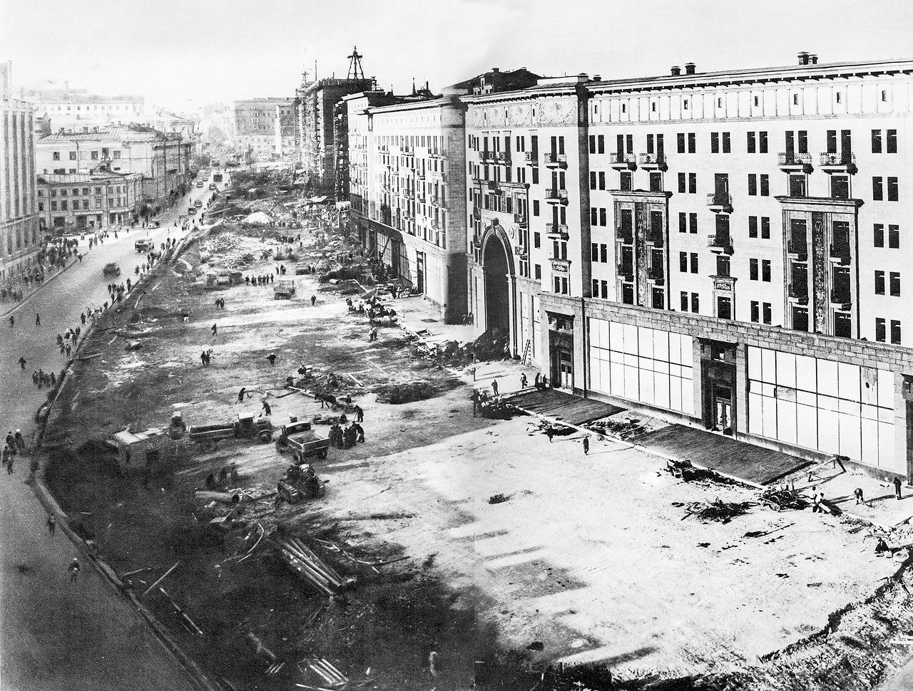 Расширение улицы Горького около 1934-36 года.jpg