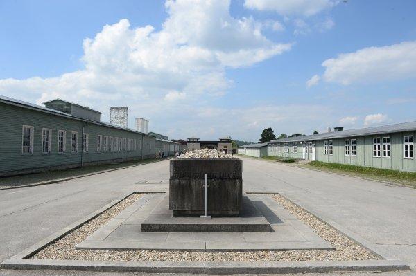 Маутхаузен. Памятник жертвам фашизма.jpg