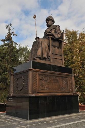 Памятник Алексею Михайловичу. Старый Оскол.