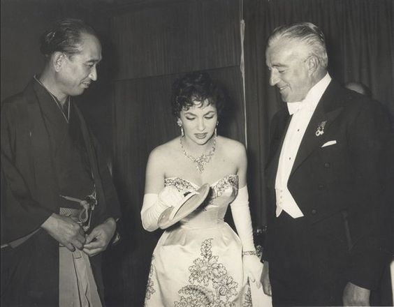 28_Akira Kurosawa Gina Lollobrigida and Vittorio De Sica at the London Film Festival in 1957..jpg