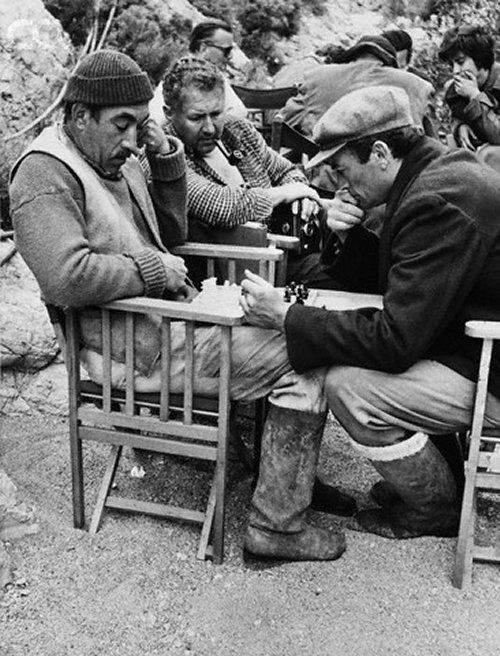19 Anthony Quinn Sir Anthony Quayle and Gregory Peck on the set of The Guns of Navarone of J. Lee Thompson..jpg
