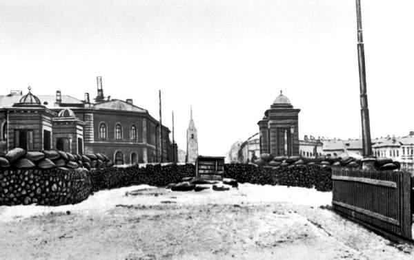Укрепления в центре Петрограда. <br>