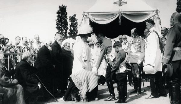 Встреча членов императорской фамилии с ветеранами.
