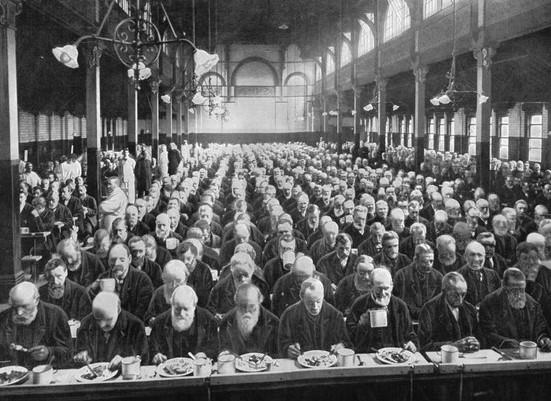 Мужская столовая в викторианском работном доме.