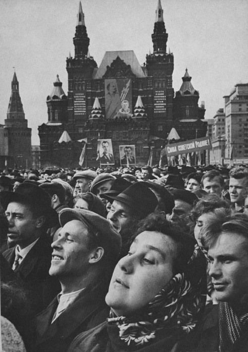 A crowd in Red Square listens to Yuri Gagarin speak after returning from space Moscow 1961 .jpg