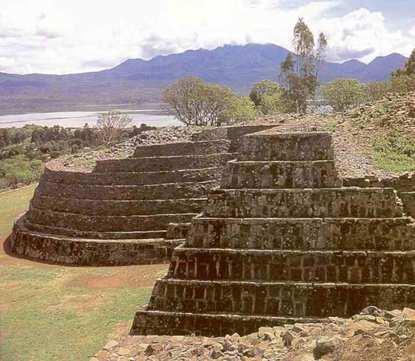 Пирамиды Цинцунцана.