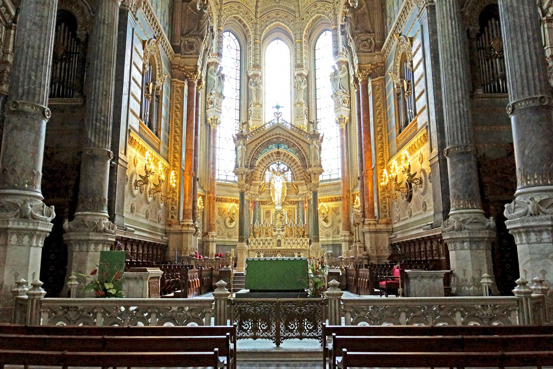 Собор Парижской Богоматери изнутри.