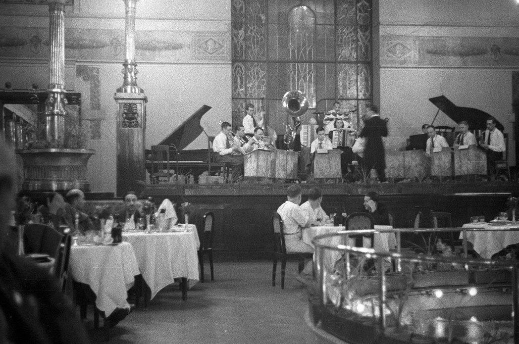 Рестораны в СССР. Несколько фотографий :-)